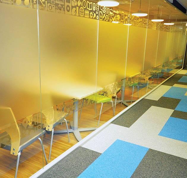 Inspiration Grande Reference office dalles season summer winter infini design ombra couloir bureaux
