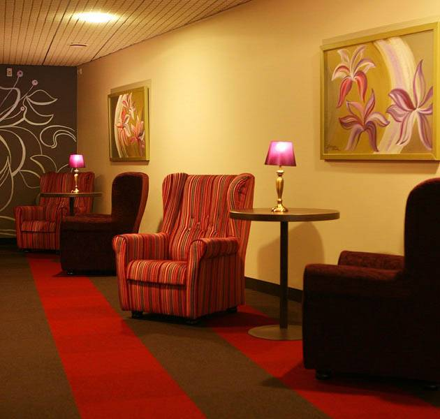Inspiration Grande Reference hotel office origami dalles salon lumiere tamisee fauteuils