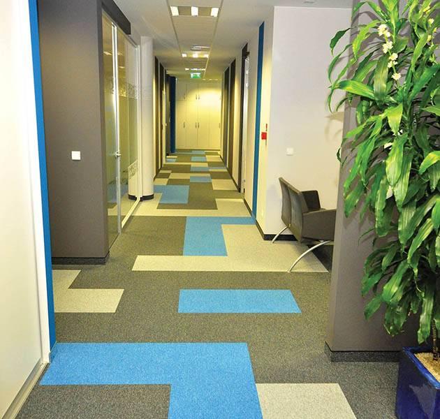 Inspiration Grande Reference office dalles season summer winter infini design ombra couloir zone attente