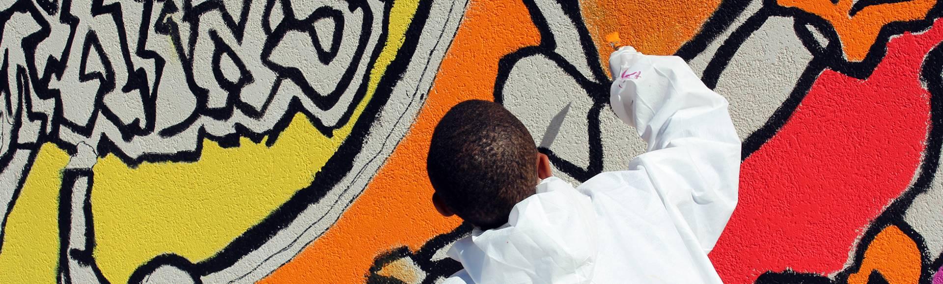 graffeur-street-art-blanc-jaune-rouge-noir.jpg