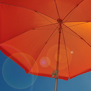 parasol-orange-ciel-bleu.jpg